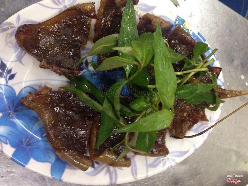 Cá Đuối nướng muối ớt: chỉ có chi nhánh 2 là có ah,ướp vừa ăn,cay cay mà cá tươi nên ngon lắm 50k/con