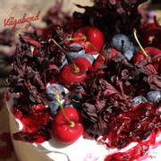Bánh Cherry 550,000/ổ 16cm và 590,000/ổ 18cm.