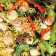 Mì xào hải sản bao ngon lun , thơm nức  tiếc là được ăn có xíu mà mấy khách khác đã ăn hết rồi! 👍🏼😌