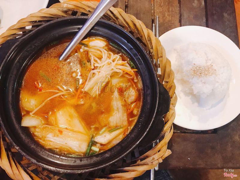 Canh kim chi cơm trắng
