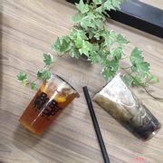 trà gạo nâu và trà đào