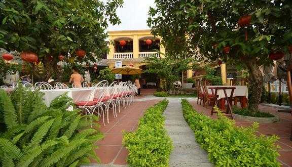Đào Tiên River Restaurant