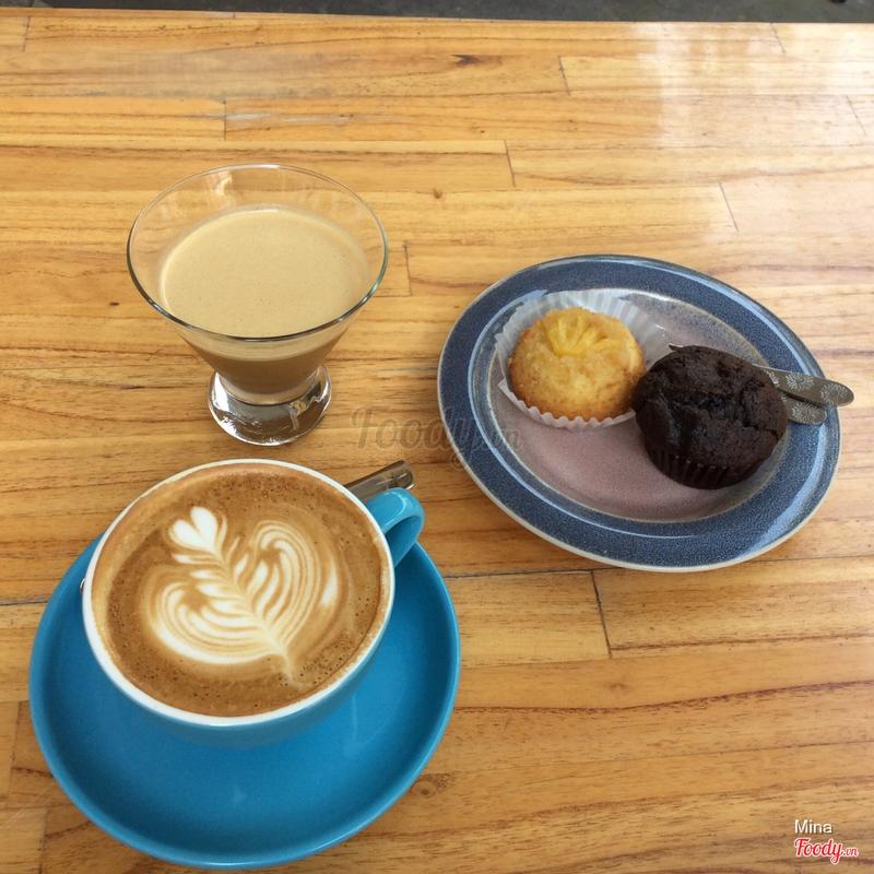 espresso + bánh + capuchino