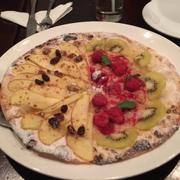 Pizza tráng miệng trái cây