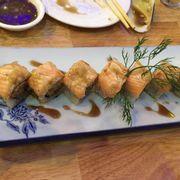 sushi cá hồi nướng