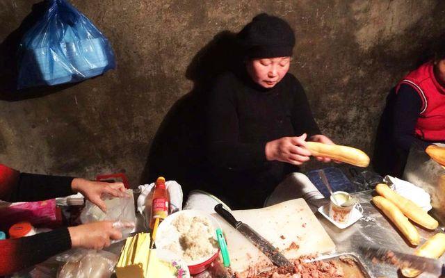 Bánh Mì Pate Cột Đèn