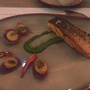 Món cá hồi phi lê ngon tuyệt...mềm và béo ngậy....:))