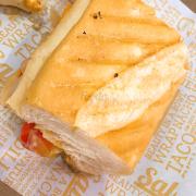 Bánh mì gà rất giòn và ngonn
