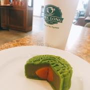 Bánh Trà Xanh Hương Thu uống kèm trà Olong sữa