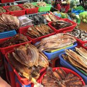 Đồ khô tại chợ Dương Đông