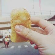 Bánh thốt nốt ăn zai,mềm,thơm mùi nhân dừa.Ăn không hề ngọt.Hàng rong quanh chợ đêm Bạch Đằng.5k/cái.Cái này là đặc sản đó.Các bạn đến PQ nhớ tìm ăn.