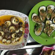 ốc hương bơ cay và sò dẹo nướng mỡ hành
