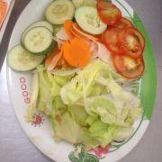 Dĩa rau trộn tươi, nhưng nước chua trộn rau nhưng được pha chế ngon