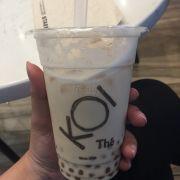 Uống Koi ở đây nhiều lần lắm rồi nhưng hôm nay là lần đầu mình review Koi trên foody. Trà sữa Koi chắc có lẽ cũng không xa lạ gì với các bạn nên mình không nói nhiều😬 thức uống ở đây nói chung dễ uống, không gian thoải mái, wifi mạnh vù vù, có điều menu chưa đa dạng topping như những brand khác. Mong Koi sẽ cập nhật nhiều topping hơn, mình vẫn luôn ủng hộ Koi. Bạn nào chưa uống thì hãy thử 1 lần uống Koi nha 😘