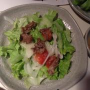 Salad thịt bò- salad và 5 miếng thịt bò