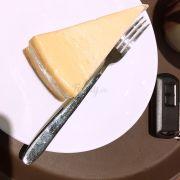 Bánh này ngon nè, k nhớ tên nhưng có vị chua nhẹ vs phô mai, k ngọt lắm