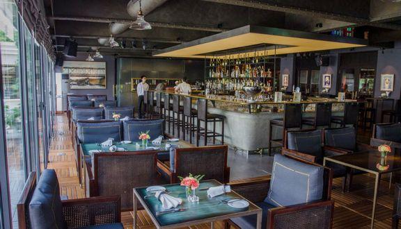 La Plume Bistro & Lounge