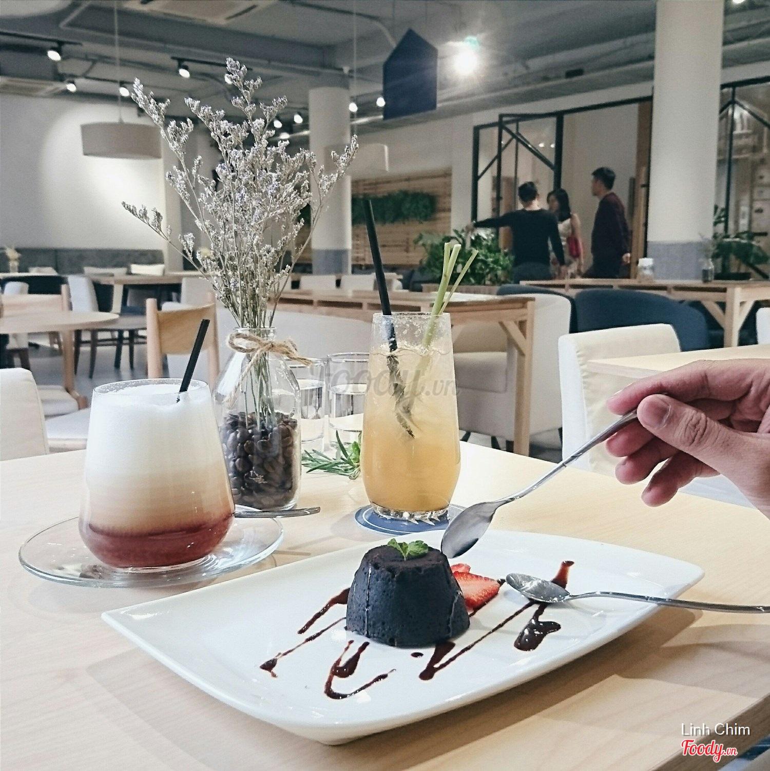 Linh Chim · Kitchenette Cafe Tầng 3, 52 Nguyễn Chí Thanh ...
