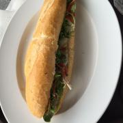 Bánh mì cá ngừ