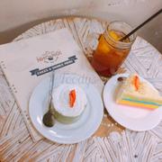 Bánh rainbow + bánh mousse trà xanh + trà đào