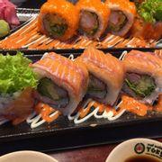 sushi cuốn cá hồi