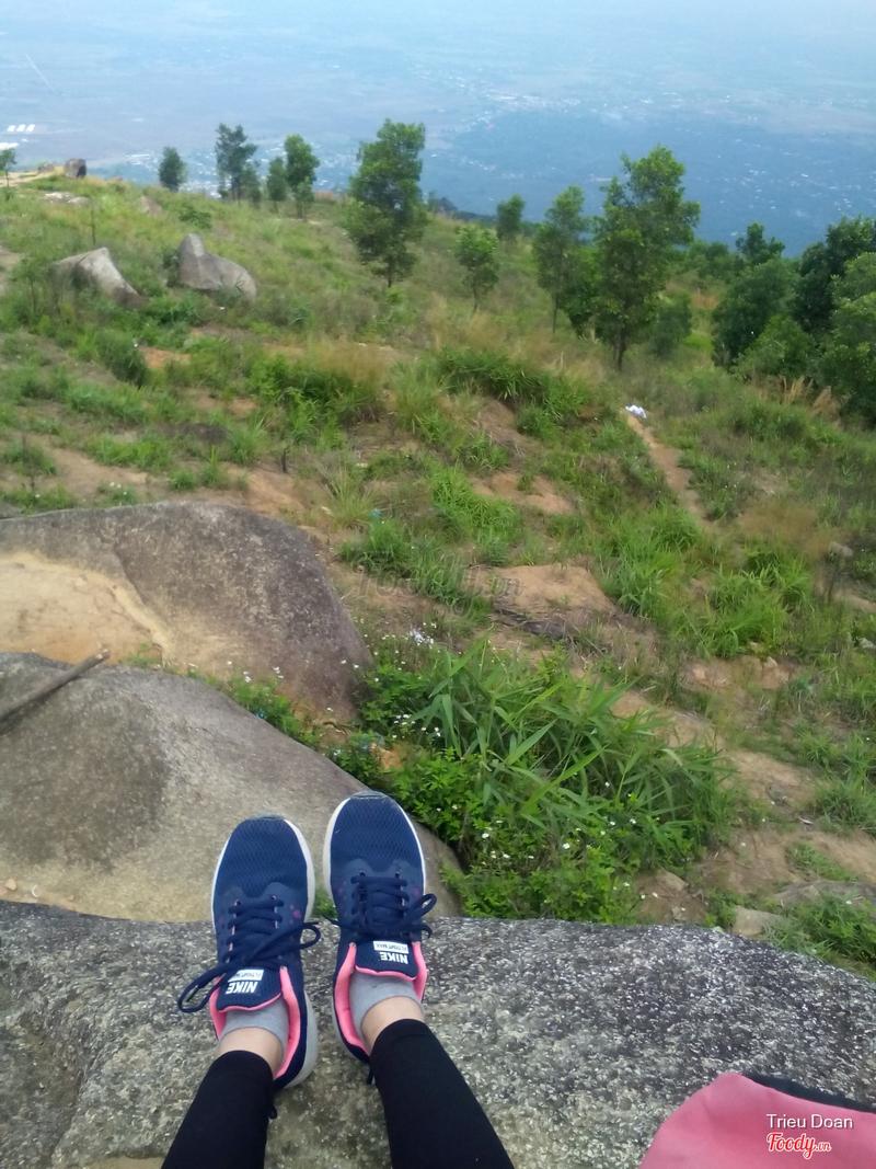 ăn trưa trên một tảng đá trên đỉnh núi :)))