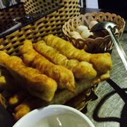 Bánh quẩy + trứng gà ăn kèm