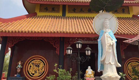 Huỳnh Long Tam Tự