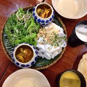 mỳ quảng ngon, ăn lạ miệng, mình ăn mỳ quảng đặc biệt, bao gồm ếch, lươn , cá lóc, gà, tôm thịt.... ngon lắm
