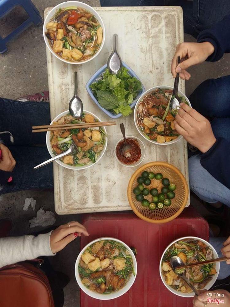 Bánh Đa Cua Chị Huệ ở Hà Nội