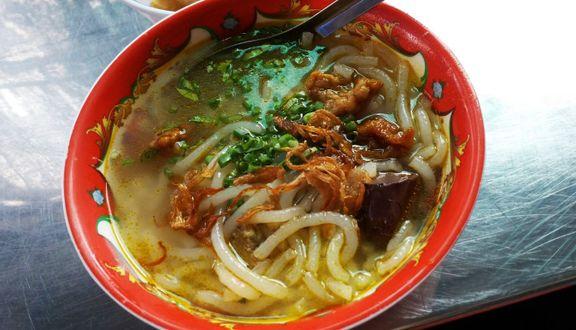 Bánh Canh Giò Heo - Bà Huyện Thanh Quan