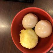 Trứng tẩm vị và trứng lòng đào chiên