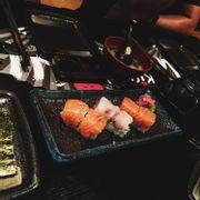 sushi cuộn ba loại cá