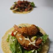 Tacos tôm chiên xù