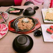 Cơm củng đc, ăn nhiều hơn ngán. sushi k ngon