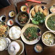 Quán ăn ngon,đồ ăn nêm nếm vừa miệng,đồ ăn ra món rất nhanh,view đẹp,rất nhiều người tây và người nước ngoài,quán decor theo kiểu Vn truyền thống,rất thix và sẽ ghé lại