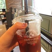Trà tropical ice tea 45k Có hoa quả thái nhỏ bên trong