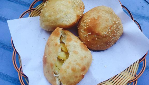 Bánh Tiêu Cô Ngọc