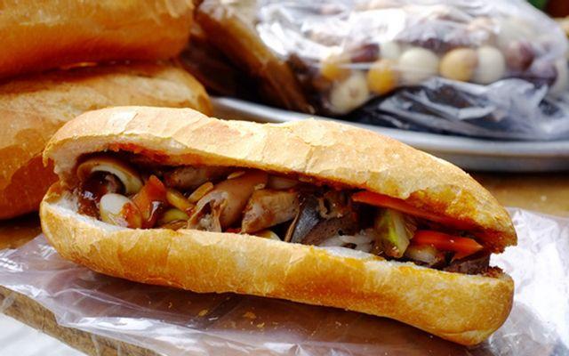 Duy Tồ - Bánh Mì Phá Lấu