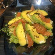 Salad cá hồi bơ