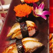 Sushi lươn + trứng cá chuồn + cá hồi khò lửa