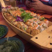 Thuyền cơm cuộn