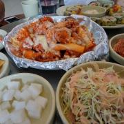 Món chính thì hơi đắt n mà ngon vs đc tặng kèm rau củ quả muối kiểu Hàn ngon vchh