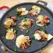 bạch tuộc trứng cút