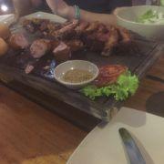 thức ăn rất ngon tẩm ướp thấm, đậm đà. món ăn kèm cũng ngon nói chung là rất hài lòng về thức ăn ở đây. ngon từ sườn đến lẩu nhưng thịt bò hơi dai nên cần cải thiện hơn quán nhé! ^^