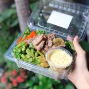 Salad bò sốt chanh dây