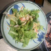Đĩa salad đầu tiên :)) salad thanh cua :))trình bày thì như không cho người ăn