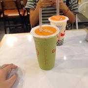 Đồ uống bthg cốc đều gọi size L mà nhìn kiểu khác nhau là sao nhỉ :))) view bthg giá k đắt cũng k rẻ