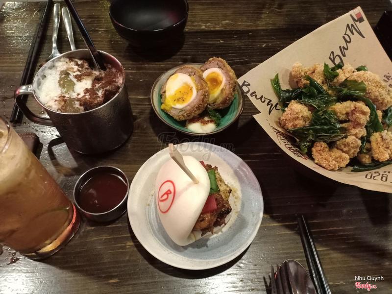 trà sữa Baozi, nước ép táo, lòng đào bọc thịt, gà rút xương và bao sườn BBQ