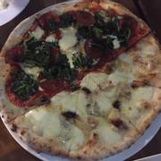 Pizza 4 cheese và salami gorgonzola